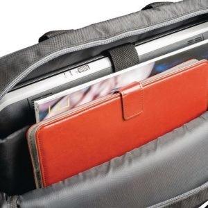 Notebook-laukku 17''/18'' jossa kiinnitin