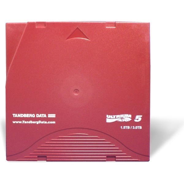 Tandberg Data Cartridge LTO Ultrium 5-kasetti kansi mukana.